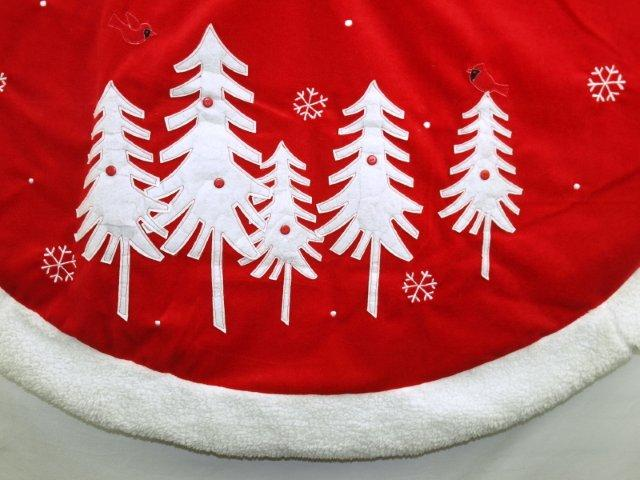 ts008 red and white tree skirt